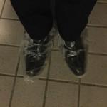 革底の靴を急な雨から守る!使い捨て靴カバー